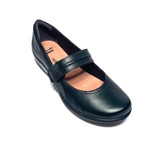 Women's Clarks Leather Slip On Shoes US 10M